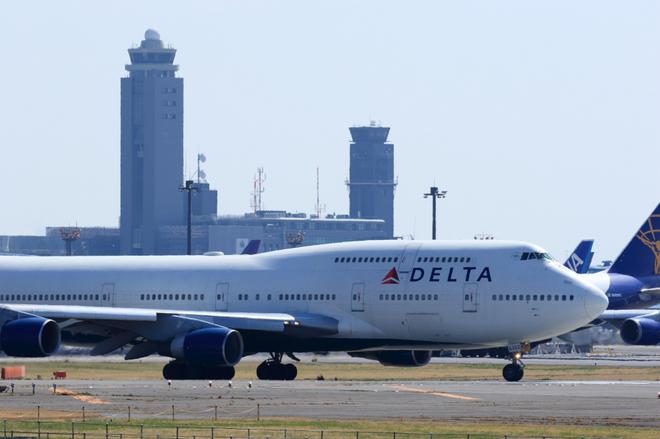 delta744[1].jpg